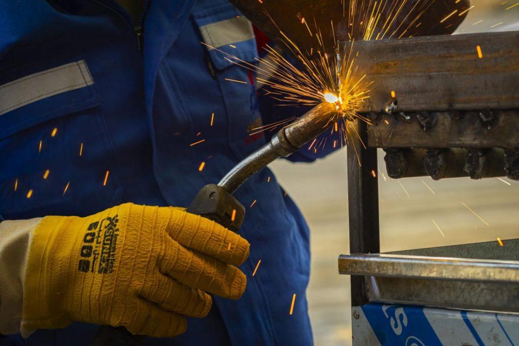اهمیت لباس کار و ابزارآلات کار در امنیت | 15
